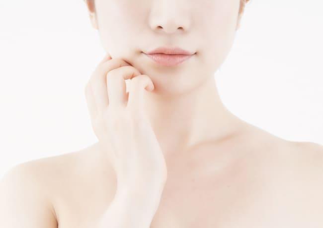 たろうメディカルクリニックの医師がお客様の肌の悩みを聞き、カスタマイズ治療を提案している様子