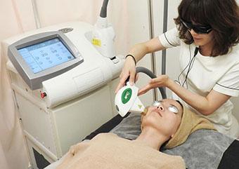 ミセルクリニックのシミ・くすみ治療 フォトセラピー 画像